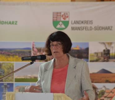 Landrätin Dr. Angelika Klein eröffnet die Kulturkonferenz in der Mammuthalle in Sangerhausen. Foto: Landkreis Mansfeld-Südharz/Uwe Gajowski