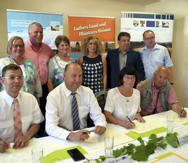 Vertrag mit dem Saalekreis für gemeinsames Arbeiten am Lutherwanderweg unterzeichnet
