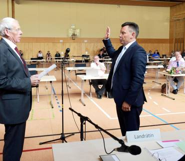 André Schröder (CDU) als neuer Landrat vereidigt
