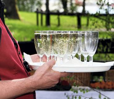 Gaststätten dürfen wieder Gäste bewirten - Auflagen bleiben