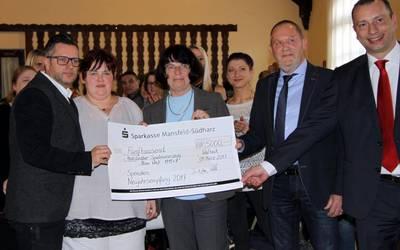 Landrätin Dr. Angelika Klein gratuliert dem Spielmannszug Hettstedt zum Weltmeistertitel